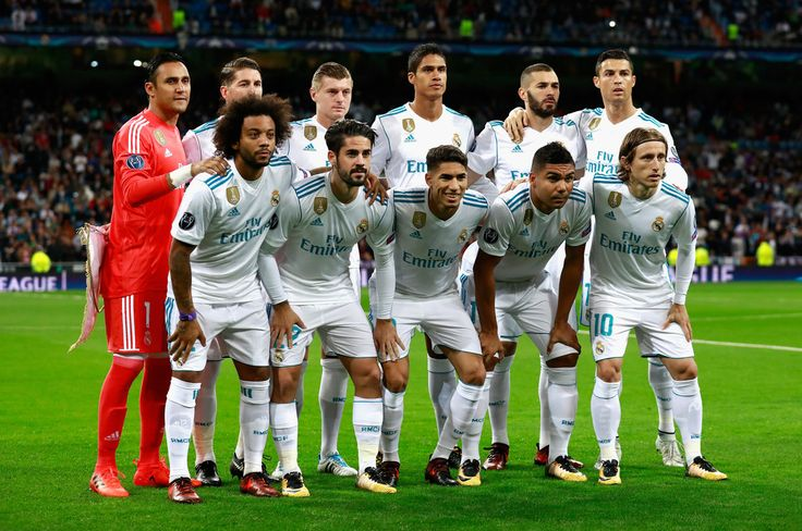 The Real Madrid team pose for a team photo prior to the UEFA Champions League group H match between Real Madrid and Tottenham Hotspur at Estadio Santiago Bernabeu on October 17, 2017 in Madrid, Spain. - 22 of 157
