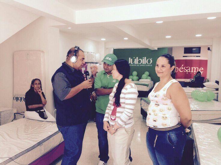 Hoy desde Colchones Júbilo Itagüí, haciendo entrega de otros 2 combos a estas felices madres...