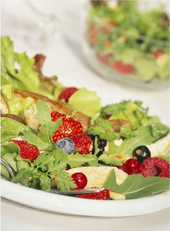 Recette minceur : Salade tiède de pintadeau aux fruits rouges