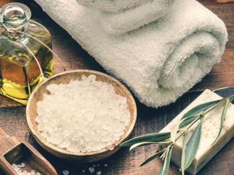 Wenn Sie ein Anti-Cellulite-Peeling selber machen möchten, finden Sie die Zutaten dafür in jedem Supermarkt – hier ein paar Vorschläge, wie Sie sich Unterstützung im Kampf gegen Orangenhaut holen können.