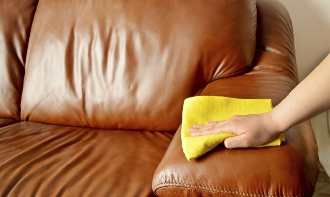 Cómo cuidar y limpiar los muebles de cuero