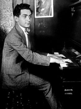 Irving Berlin as a song-plugger, 1906