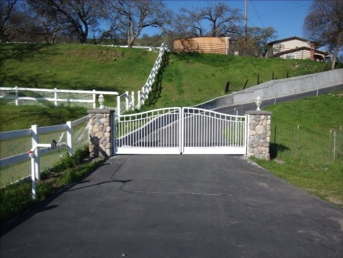 Example Of Driveway Sweep To Right From Entry And