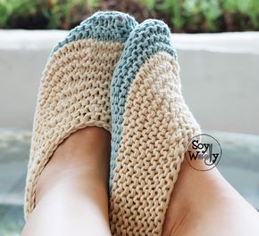 Pantuflas, zapatillas para adultos en dos agujas (proyecto  fácil para principiantes), tejidas en Punto Bobo o Punto Santa Clara: patrón en 3 tallas e indicaciones para otras tallas! #zapatillas #punto #pantuflas #escarpines #tejidos #slippers #patronesenespañol #diy #tricot #calceta #soywoolly