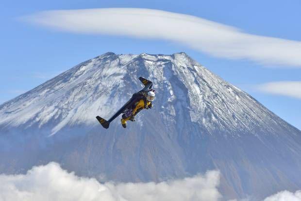 Manusia Jet Kelilingi Gunung Fuji, Jepang.