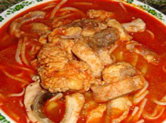 Halászlé recept II.: Maga a recept egy hagyományos egyszerű halászlé elkészítését mutatja be. Azonban előtte bemutatnám, hogyan is kell egy pontyot konyhakész állapotba hozni. Sok háziasszonynak okoz gondot a az élő ha elkészítése, gyakran ezért nem is készítenek halászlevet. http://aprosef.hu/halaszle2