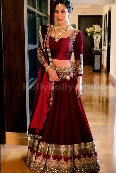 Bollywood Actress Sophie Choudry ure Bhagulpuri silk lehenga in wine red color