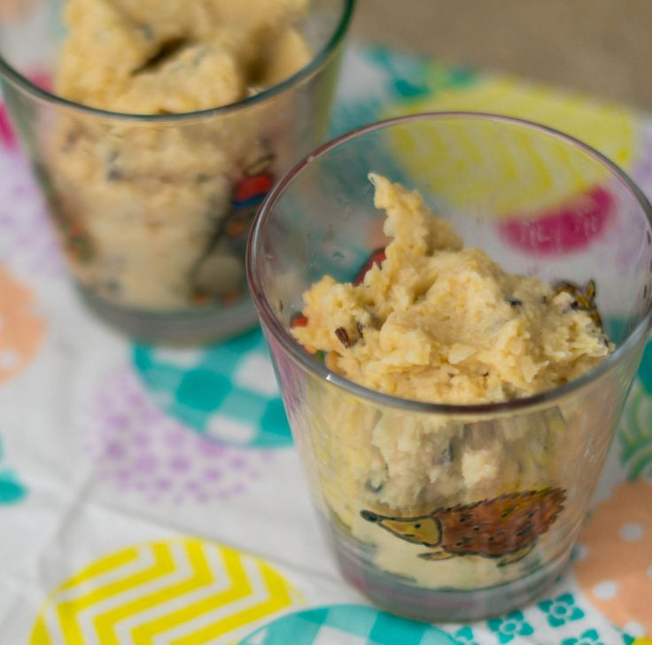 Simple and healthy chocolate chip cookie dough