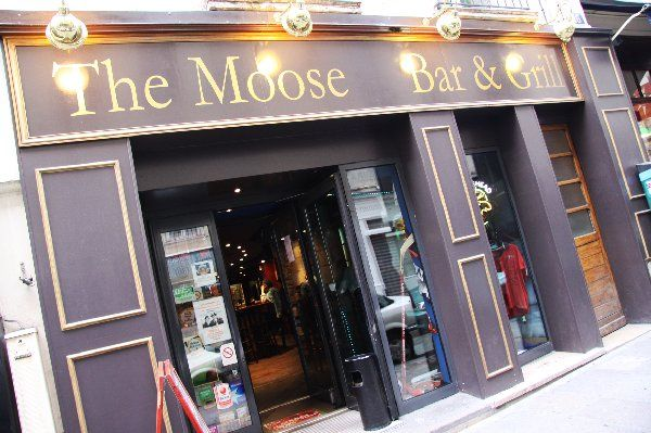 The Moose Bar & Grill is a Canadian sports bar & restaurant in Paris. Image credit: http://bit.ly/1k3pAAc