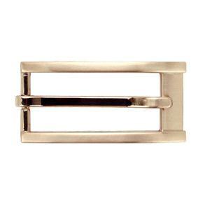 ヘアレーン仕上げのシンプルさにピンクゴールドが上品さを演出するスタイリッシュバックル。※オフィススーツや洗練されたスタイリングに合うバックルです。