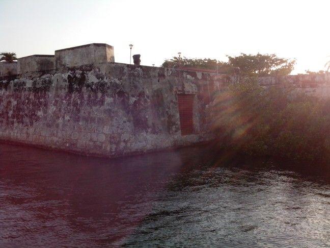 Muralla por la Avenida del Arsenal en #CartagenadeIndias