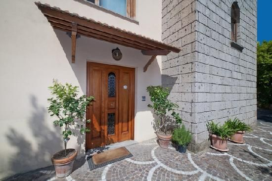Sorrento: Gocce di Limone B ... walking distance to restaurants and train. Affordable rate!