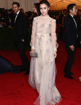 Romantic brides should take inspiration from Lily Collins on the red carpet at the Met BallCollins Dresses, Lilycollins, Met Gala, Valentino Dresses, Red Carpets, Lily Collins, Met Ball, Lilies Collins, Ball Dresses