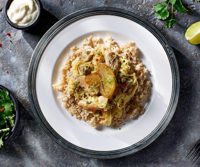 Kurczak w kiszonej kapuście z curry.