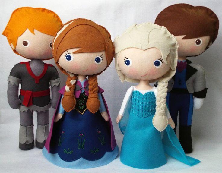 Turma Frozen confeccionada em feltro. <br>Princesa Elsa, Princesa Anna, Príncipe Kristoff e Príncipe Hans. <br>Produto artesanal, feito à mão. <br> <br>30 cm de altura. <br>Ficam em pé sozinhos, sem auxílio de suporte. <br> <br>Ideal para decorar a mesa principal da festa de aniversário. <br>Pode ser reutilizado posteriormente para enfeitar o quarto da criança.