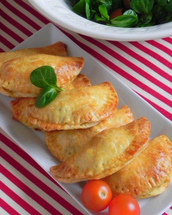 Empanadas sureñas (con carne especiada, aceitunas negras y huevo duro)