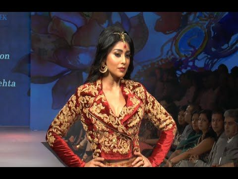 Shriya Saran's sizzling ramp walk at Madame Style Week 2014.