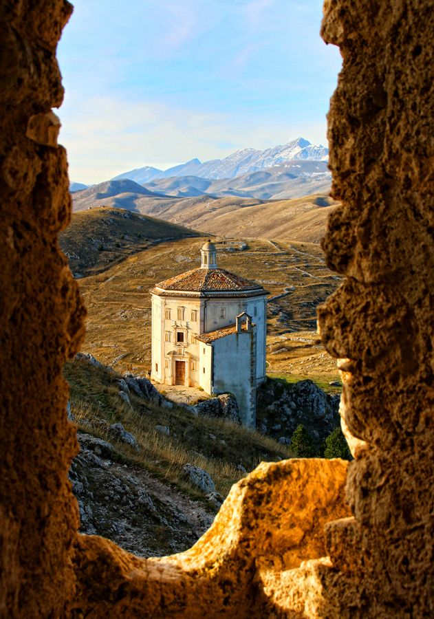 Rocca Calascio, Province of L'Aquila in Abruzzo, Italy    Doesn't this look like something from the Lord of the Rings? TOO gorgeous! :)