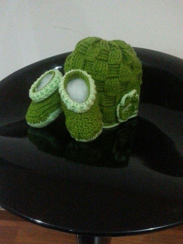 Gorro verde para niña con punto cesta
