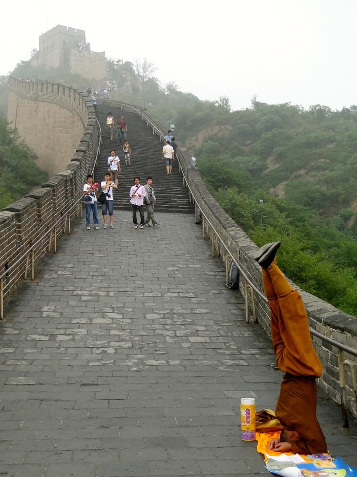 Moine bouddhiste sur la Grande Muraille de Chine - environs de Beijing