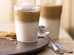 Milchkaffee-Mousse mit Espresso und süßer Kondensmilch | Kalorien: 176 Kcal - Zeit: 30 Min. | http://eatsmarter.de/rezepte/milchkaffee-mousse