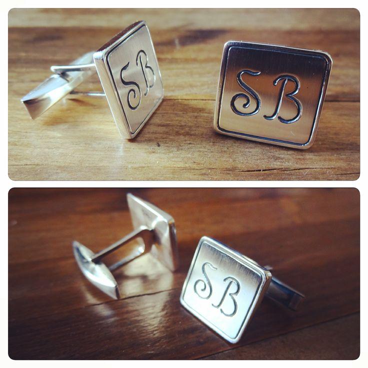 Colleras de Plata, diseño Iniciales personalizado / Silver cufflinks, custom initials design / #joyeria #hechura #hechoamano #colleras #plata #iniciales #jewelry #handmade #silver #cufflinks #custom #initials #handmade / rodolfo@hechura.cl www.hechura.cl