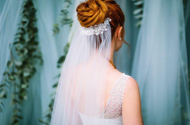 noni Federleicht Brautkleider 2017 | Schleier mit Spitze zum Hochzeitskleid mit Spitze im Bohemian Stil (www.noni-mode.de - Foto: Le Hai Linh)