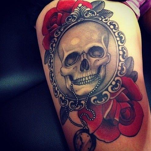 Tatuagem de Rosa | Retrato de Caveira na Perna