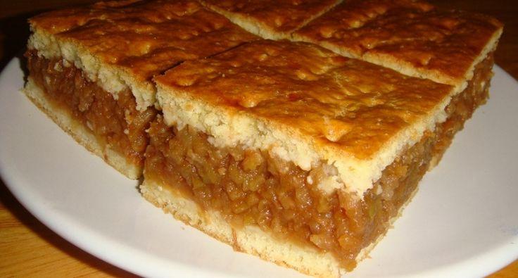 Bevált, igen gyakran elkészített sütemény nálunk ez az almás pite. Isteni finom, kiváló házi almás pite recept! ;) 36x24 cm-as tepsibe szól ez a mennyiség.