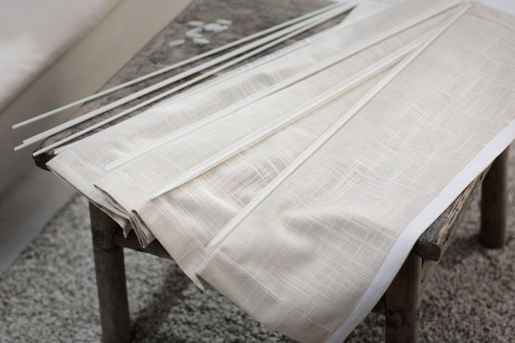 #Roleta rzymska z wymienną tkaniną pozwala na błyskawiczną zmianę stylizacji wnętrza. Można mieć kilka materiałów na zmianę. #poddasze #deign #wystrój #wnętrze #velux