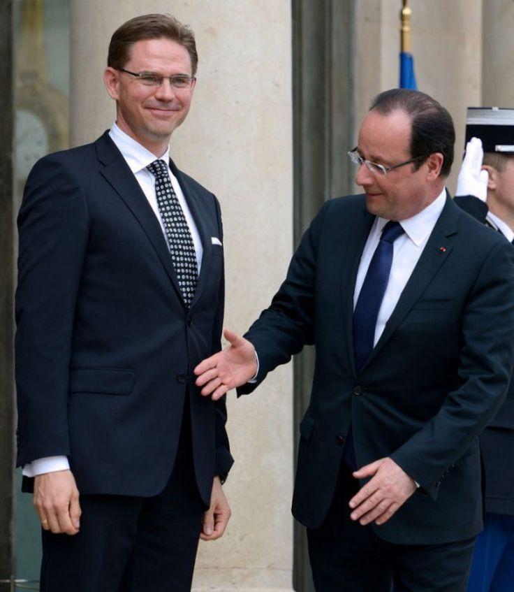 François Hollande et ses 12 plus belles poignées de main loupées