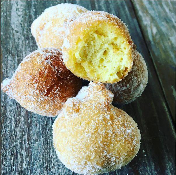 Esses bolinho de chuva assados, macios envolvidos por açúcar demerara, é uma ótima opção de café da manhã saudável e acompanhado por…