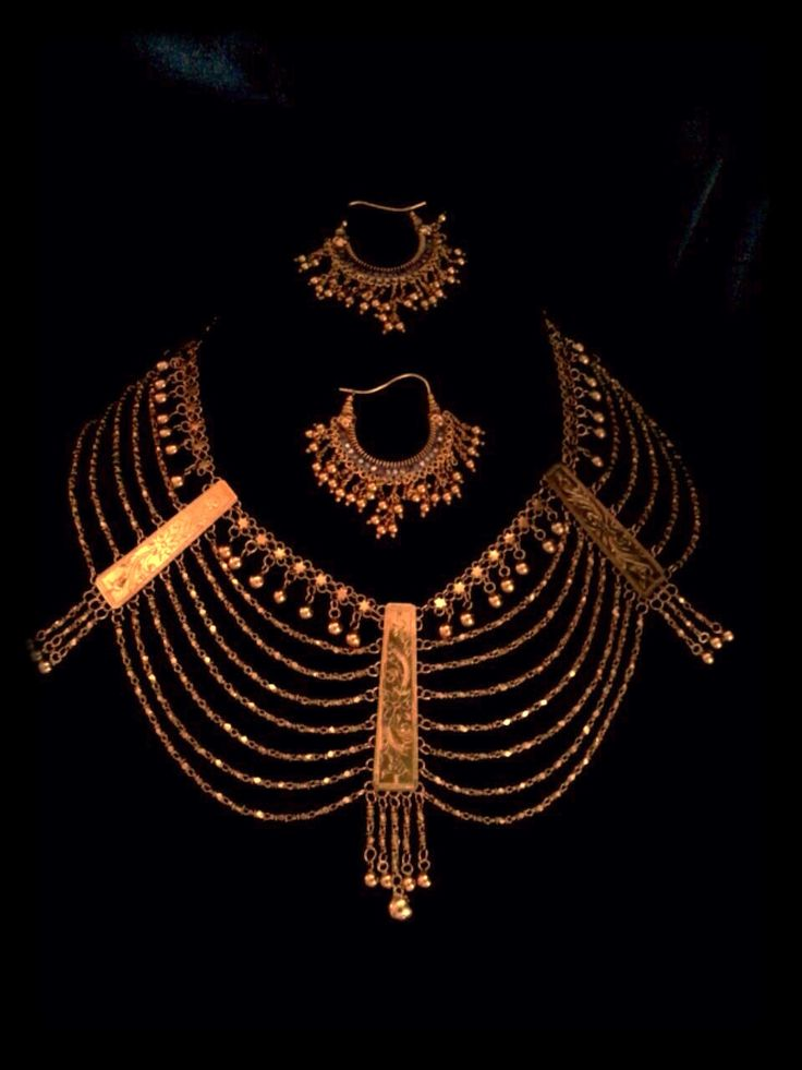 Antique Indian gold necklace and earrings