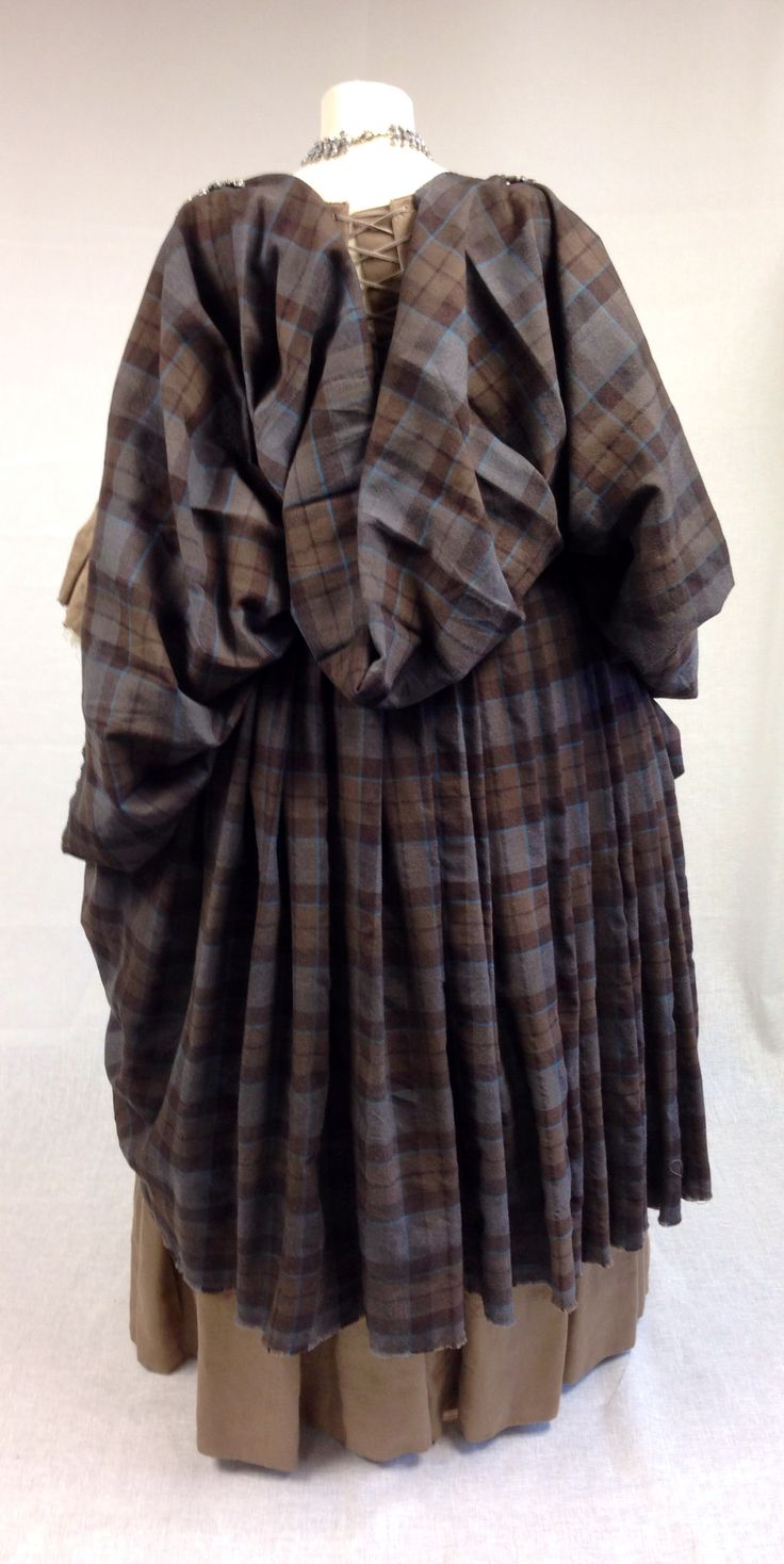 Outlander Arisaid - for all those interested in Scottish facts: An arisaid was a great kilt for women - more like: how the women wore the 9 yards of fabric.