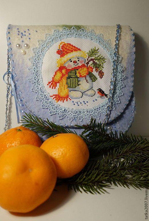"""Купить Сумка валяная """"Новогодняя сказка"""" - голубой, рисунок, вышивка, сумка, сумка валяная"""