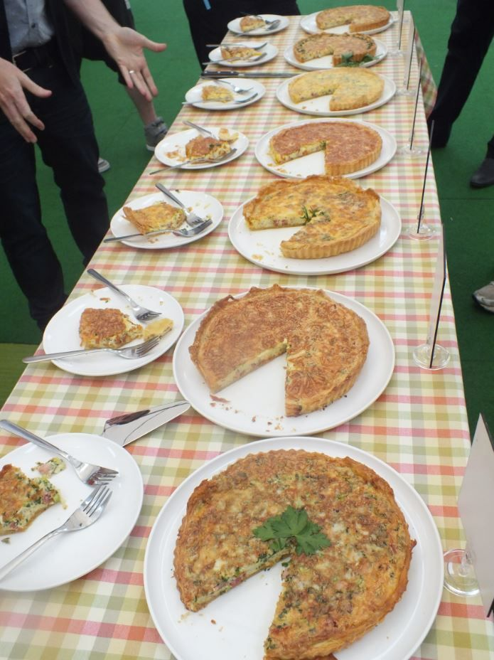 I'd hate to be in the Judges shoes, just look at all those yummy quiches. My contribution, the homely tablecloth ;)