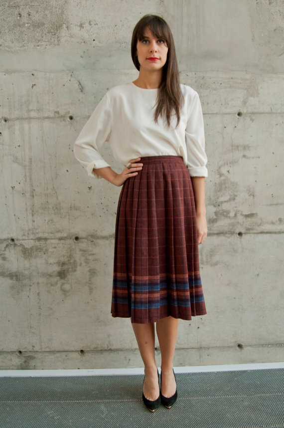 Pleated Plaid Skirt / Wool High Waisted Skirt. Ca-ute....need to find a simple top for the skirt i found