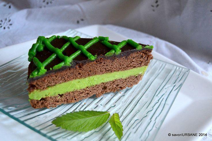 Tort cu menta si ciocolata After Eight. In 11 mai a fost ziua mea si m-am tot gandit ce tort sa fac. Menta si ciocolata merg de minune. Combinatia mea