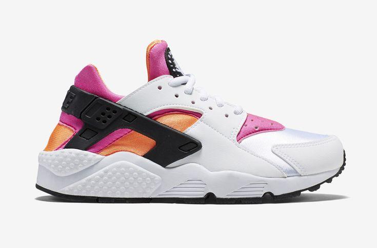 Nike Air Huarache – bílé dámské boty, růžové a oranžové detaily, tenisky  #nike #nikeair #huarache #womens #tenisky #boty #sneakers #futuristic #futurism #white #pink #orange