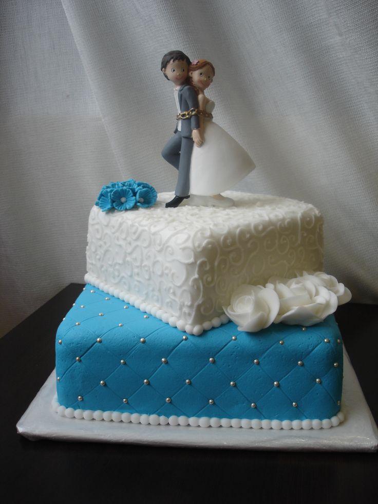 Dort je možné vyrobit v různých velikostech, barevných kombinacích a přizpůsobit se tak vašim požadavkům. Náplň dle přání zákazníka, seznam náplní naleznete v záložce Cukrárna. Dort potahujeme a zdobíme vlastnoručně vyráběným mléčným marcipánem nebo fondánem. Celkový vzhled a provedení dortu domluvíme osobně.