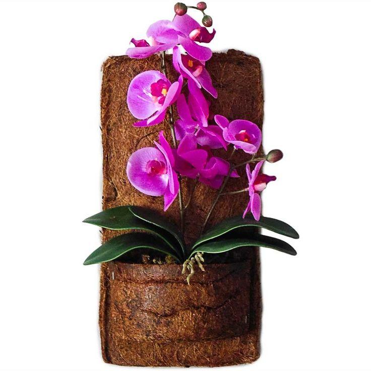 arranjo-de-flores-artificiais-orquideas-roxas-no-vaso-de-parede-em-xaxim