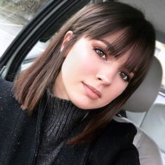 Shoulder length hair styles are currently favorite among many celebrities. Kendal Jenner, Lucy Hale, Kerry Washington have recently cut off their long locks in favor of middle length cuts. They are much easier to maintain than long hairstyles and give you some sense of flexibility and ease. Moreover, they give a touch