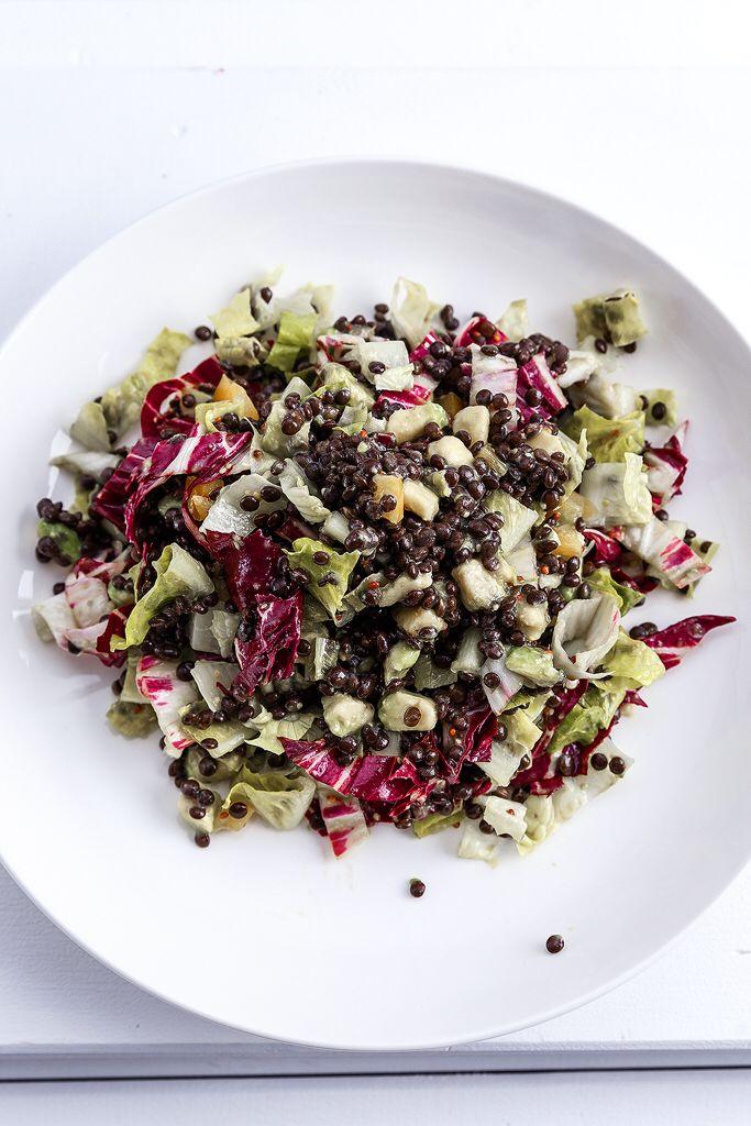 Mixed salad with beluga lentils  Anna-Maria Barouh  http://www.instyle.gr/recipe/salata-me-mavres-fakes-ke-avokanto/