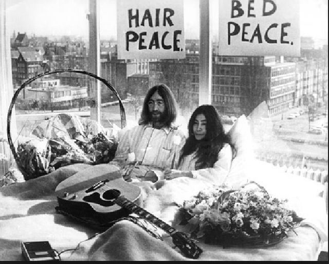 Jhon Lennon, Yoko Ono, Amsterdam, Sit - in, Bed - in, Hair Peace, Bed Peace, From Thursday 25 till Monday 31 March,was the 1969 the war is over if u want it happy cristmas