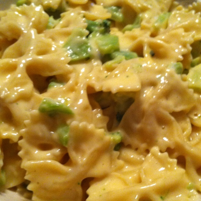 Cheesy Alfredo! Only 7 Weight Watchers points per serving! 1 1/4 cup of farfalle pasta, 1/4 cup of Light Ragu Alfredo sauce, 1 tray of Green Giant's Just For One broccoli and cheese- takes 10 min to make and most of that time is just letting the pasta cook- then just combine the sauce and veggie tray (cooks in 3 minutes in the microwave). Enjoy!