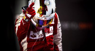 Sebastian Vettel by Darren Heath.  Singapur GP