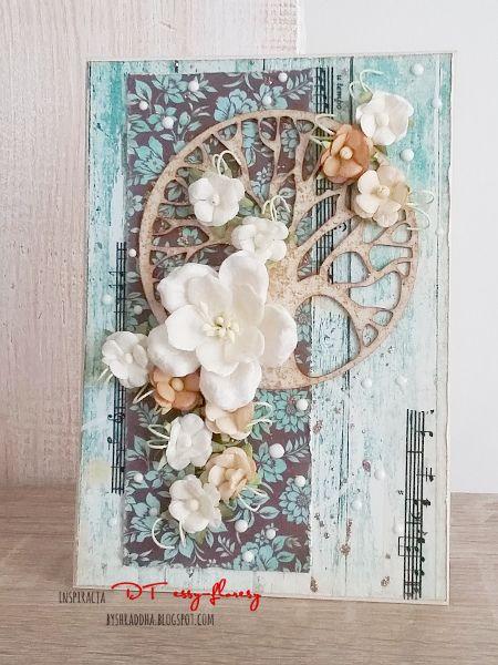 28. Kartka z drzewkiem i kwiatami