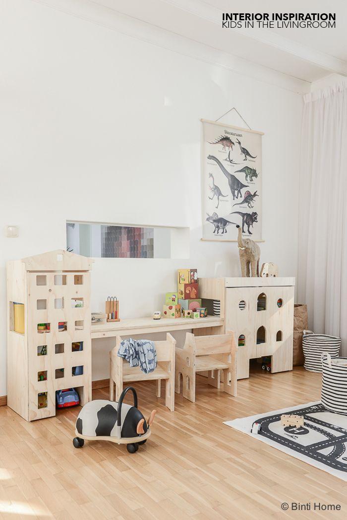 Een kinderhoek / speelhoek in de woonkamer van Fins vuren | Binti Home blog : Interieurinspiratie, woonideeën en stylingtips