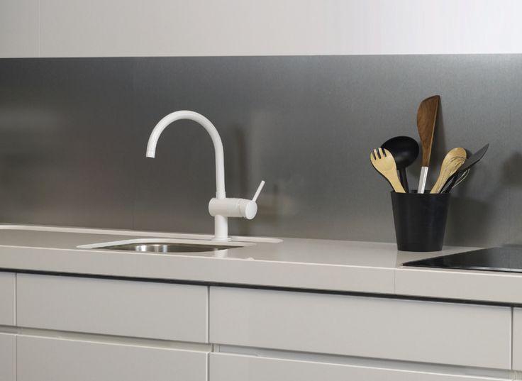 Våg å velge noe annerledes på kjøkkenet. Dette kjøkkenpanelet er prikken over i´en på et stilig, minimalistisk kjøkken.
