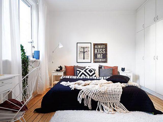 Of het nu gaat om plaats te besparen of geld te besparen, soms is een bed zonder hoofdeinde de beste optie. Toch hoeft dit er niet vreemd uit te zien.